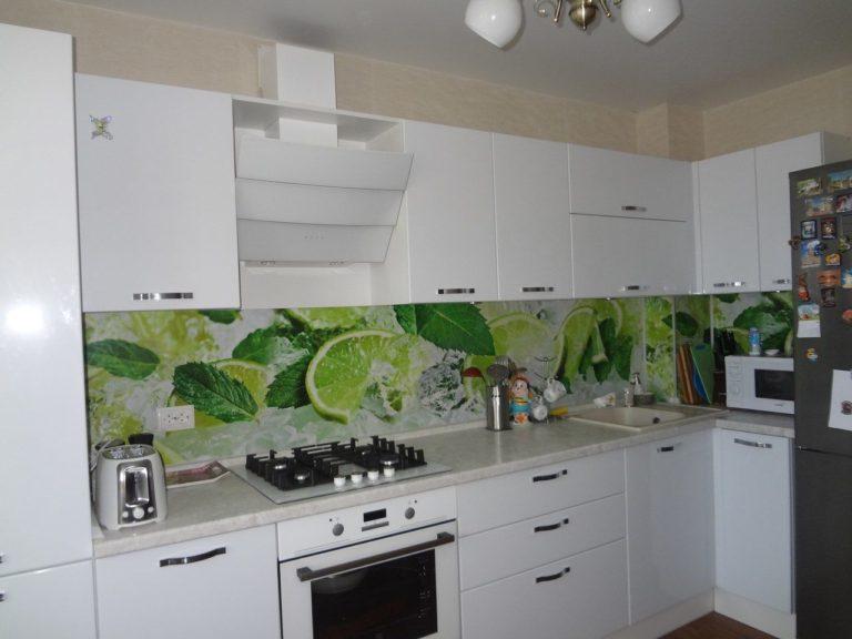 Фартуки для кухни из стекла 22