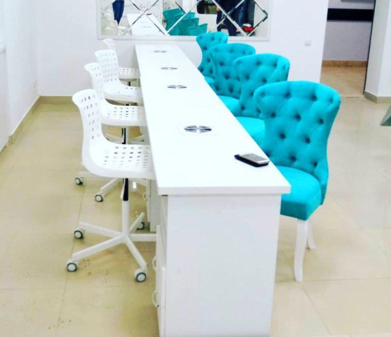 Маникюрный стол и стулья фото 101