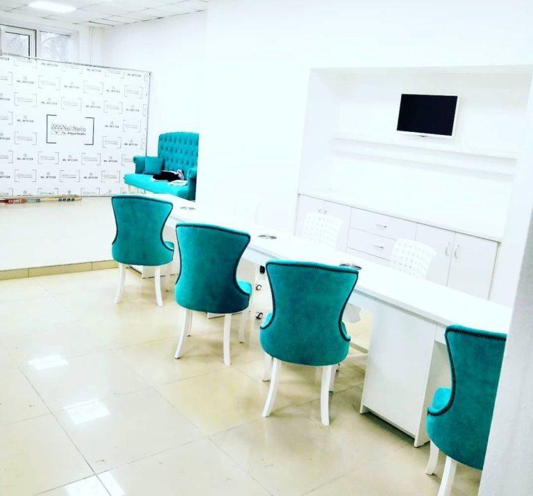 Маникюрный стол и стулья фото 102