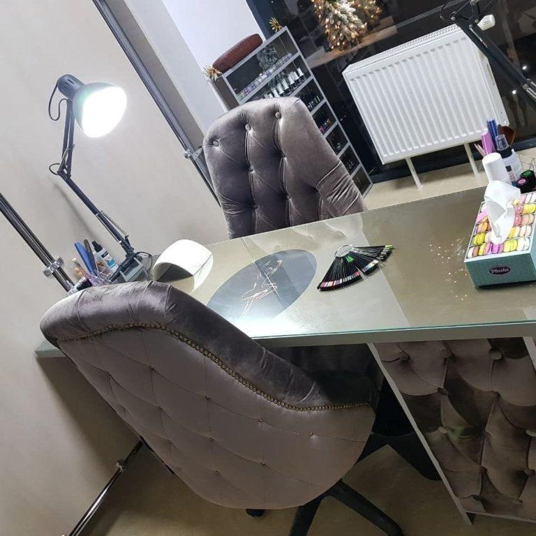 Маникюрный стол и стулья фото 104