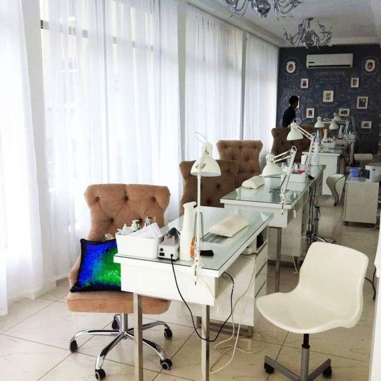 Маникюрный стол и стулья фото 105