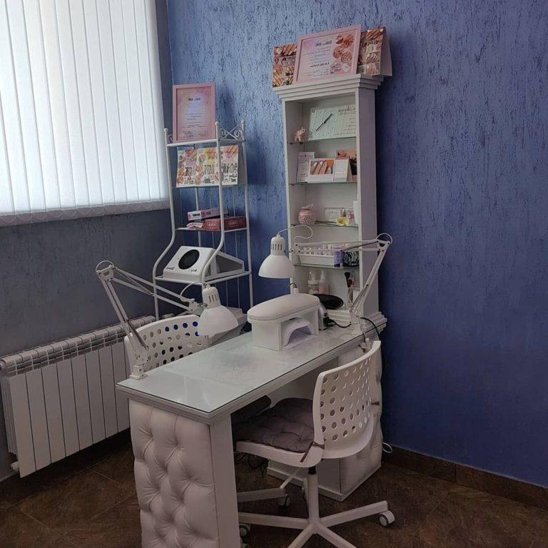 Маникюрный стол и стулья фото 109