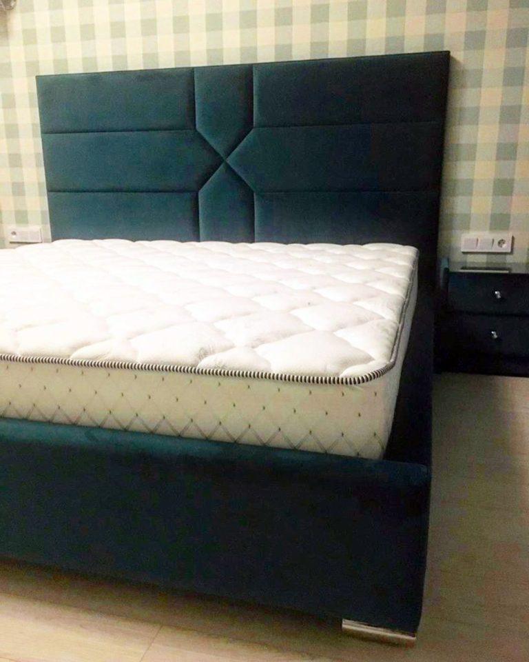Кровать с большим мягким изголовьем фото 136