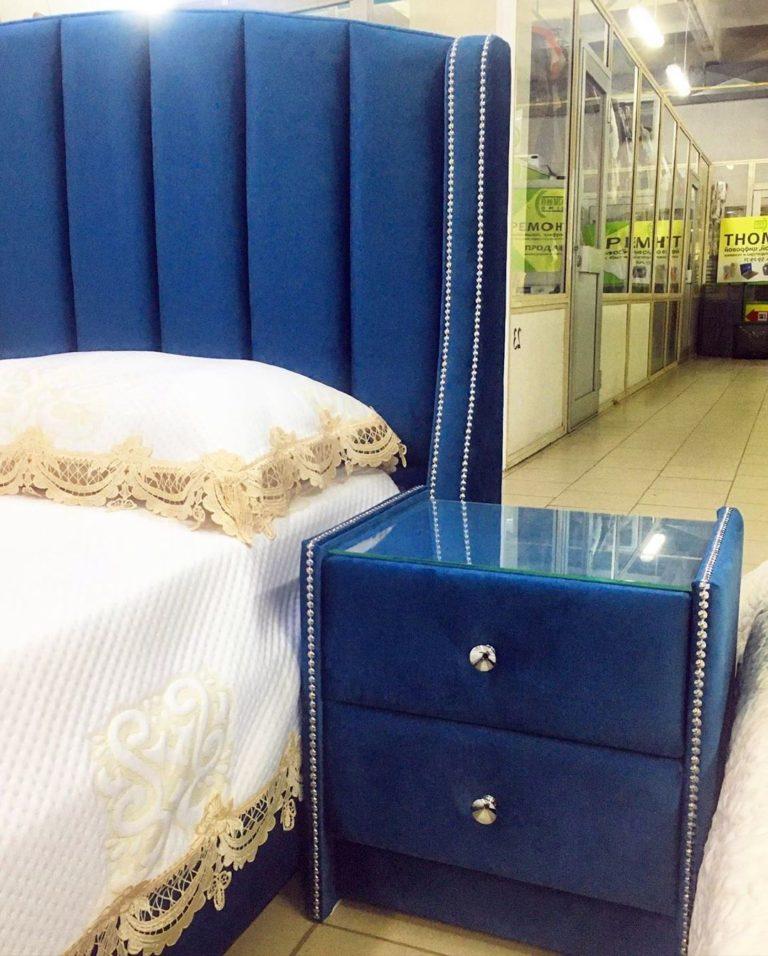 Кровать с большим мягким изголовьем фото 137