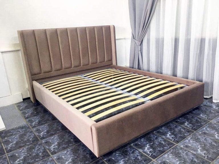 Кровать с большим мягким изголовьем фото 140