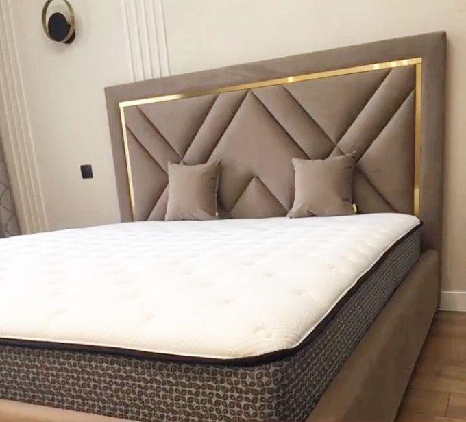 Кровать с мягким изголовьем и латунным профилем фото 372