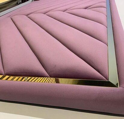 Кровать с мягким изголовьем и латунным профилем фото 374