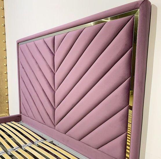 Кровать с мягким изголовьем и латунным профилем фото 376