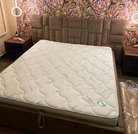 Кровать с мягким изголовьем фото 142