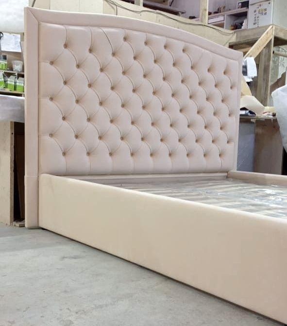 Кровать с мягким изголовьем фото 161